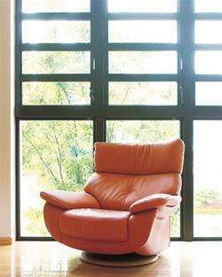 木を知り、木を愛するこだわり日本を代表する老舗「カリモク家具」
