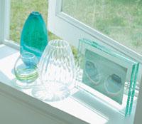 PLUS IDEA ガラスやクリスタルの透明感で、夏をクールに演出。