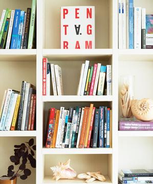 本棚は知の財産であり、家族の思い出や歴史
