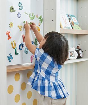 年齢に合わせて使い方を変えられる壁面収納